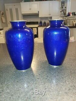 Antique Japonais Cloisonnée Floraux Vases Rose Rare Bleu Cobalt, Ensemble De Deux