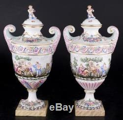 Décor Art Capo DI Monte Porcelaine Ensemble De Deux Vases En Forme D'amphores