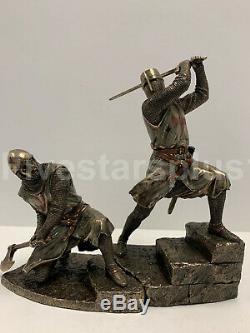 Deux Templiers Escalier Sur La Mort Statue Sculpture Bataille Match Jeu De Deux