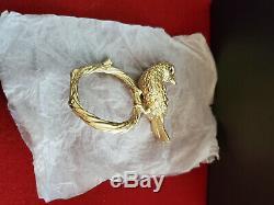 L'objet Serviette Anneaux D'or Dove Avec Ruby Eyes Set De 4 Deux Ensembles À Vendre