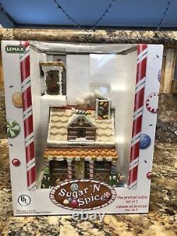 Lemax Sugar N Spice L'ensemble De Cabine De Bretzel De Deux Toilettes Extérieures Parfaite