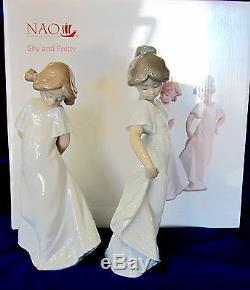 New Nao Par # 7019 Jolie Lladro Et Timide (set) Bnib Deux Filles Robe Blanche Save $ Fs