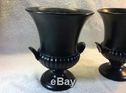 Wedgwood Vintage Ravenstone Noir Mat Urne / Vase Avec Shell Poignées Ensemble De Deux
